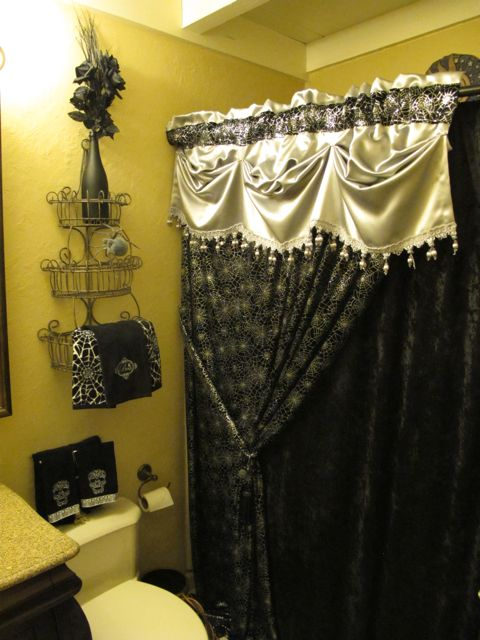 Yellow and silver bathroom decor house decor ideas for Black and silver bathroom accessories
