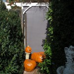 The gate screen in daylight with pumpkins placed properly