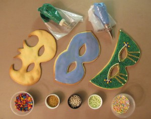 Various techniques to decorate the mask cookies