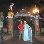 Mission Complete! Mr. Incredible and Elsa the Snow Queen at Haunted Mansion Holiday! :D