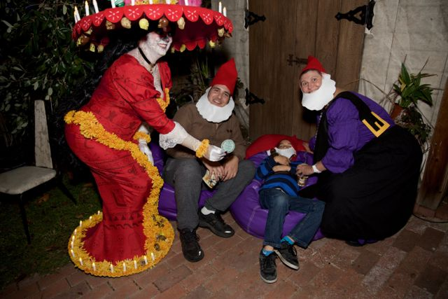 Ultimate Costume winners the Gnome Family Cyd, Mike & Sleepy Elias!